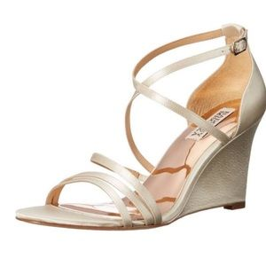 NWT BADGLEY MISCHKA Bonanza Ivory Satin Wedges
